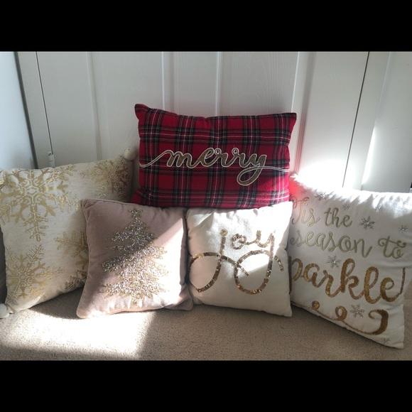 Christmas Pillows.Pier 1 Christmas Pillows